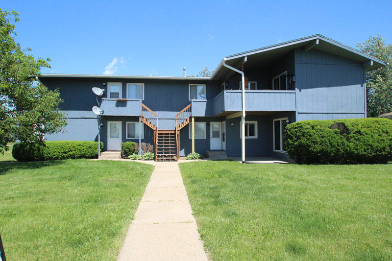 1A - 2 Bed w/Garage, Private Deck, & Laundry Hookups